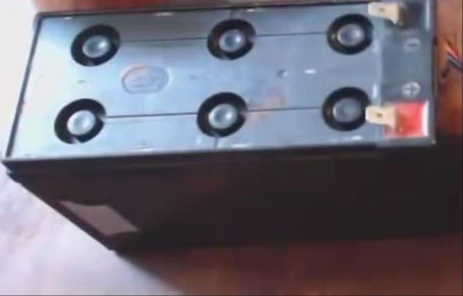 пластиковая крышка гелевого АКБ